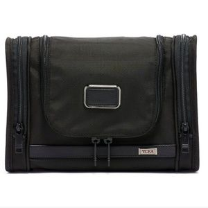 Tumi Hanging Travel Kit Toiletry Bag in Black